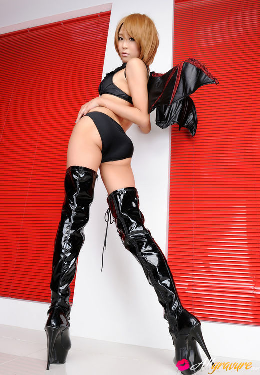 Event Girl in thigh high boots naked