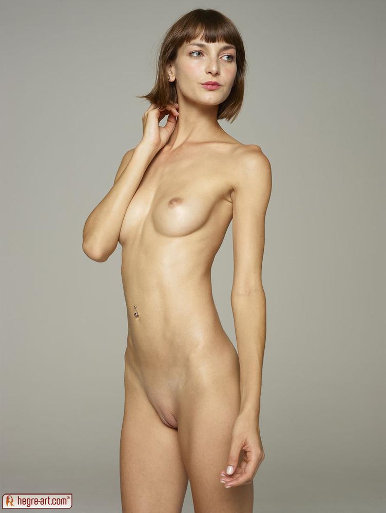 Sarah hyland nude blowjob