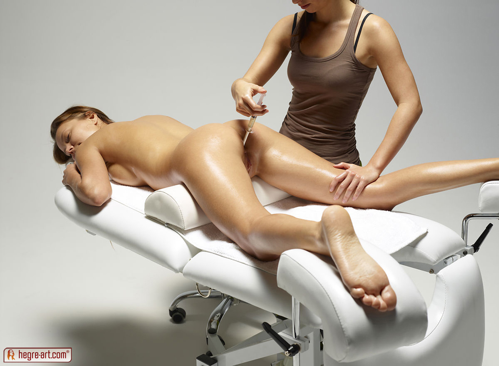 Girls massage bed nudist