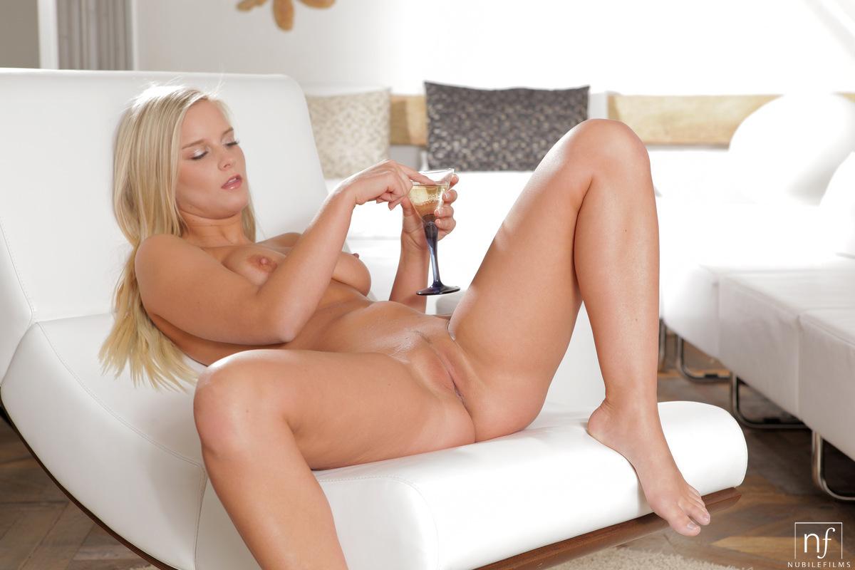 blonde-porn-queen