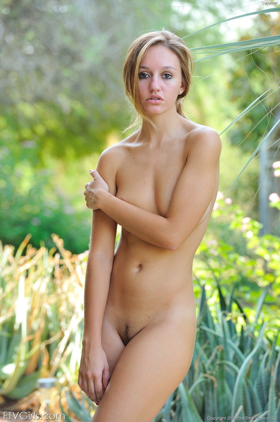 Naked girls outside pictures