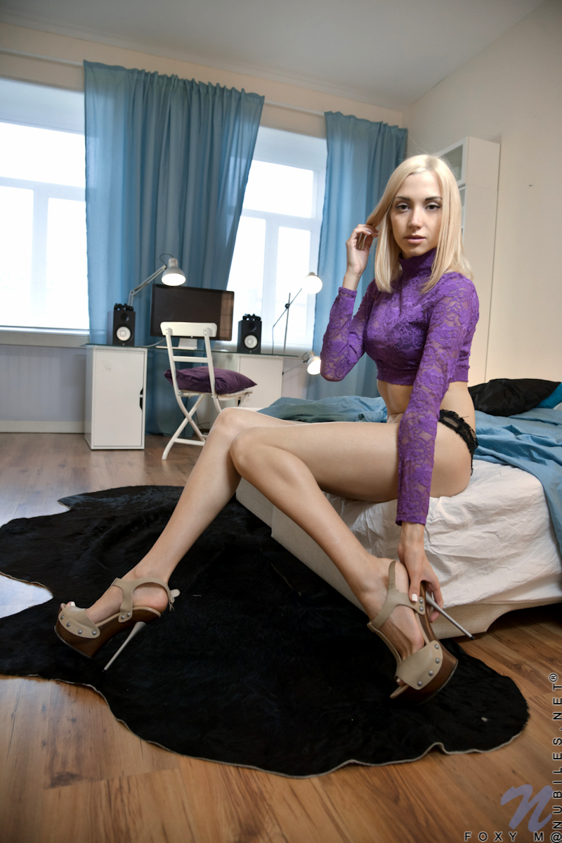 legs spread Skinny blonde girl